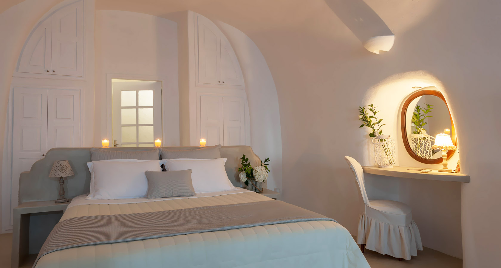 Thirea luxury suites in Oia Santorini – The bedroom