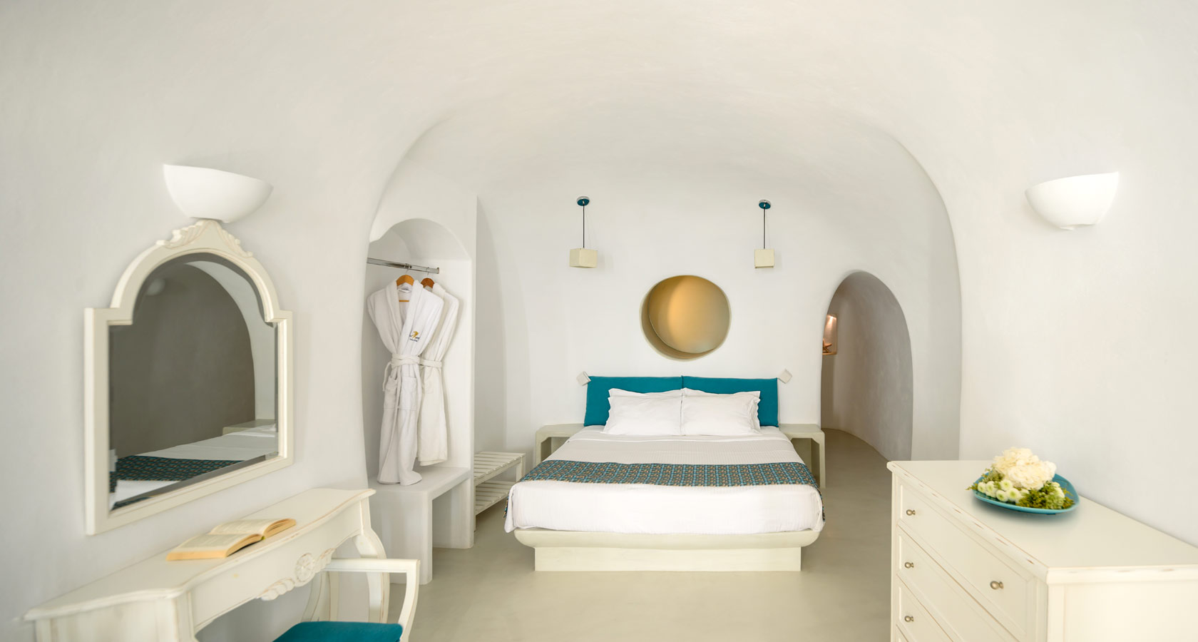 Thirea Premium suites in Oia Santorini