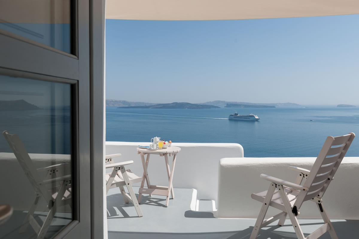 Thirea Suites in Oia Santorini with private balcony