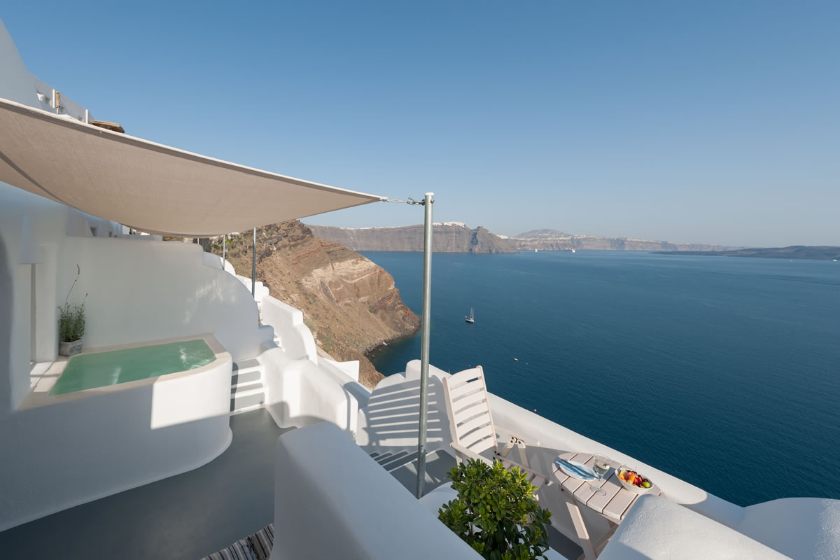 Thirea superior suite in Santorini – Private balcony