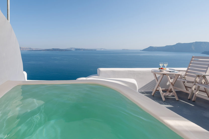 Thirea Suites in Oia Santorini – The balcony of a superior suite