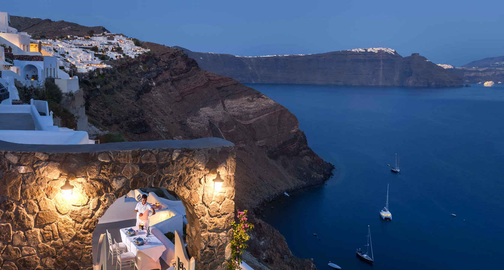 Thirea Suites Oia Santorini – Sea view by night