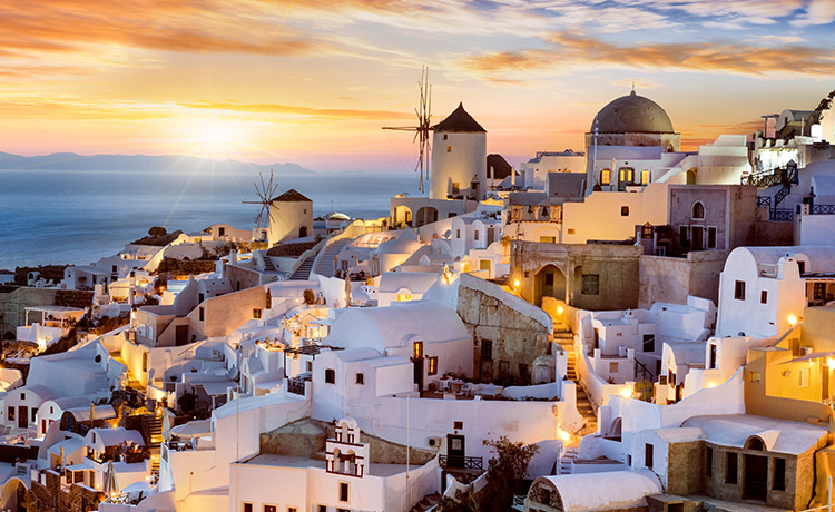 The Heart-Warming Magnificence of Oia Santorini